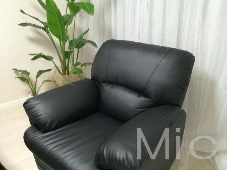 電動ではない黒いソファー