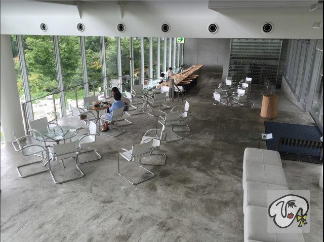茶房わらび野の1階